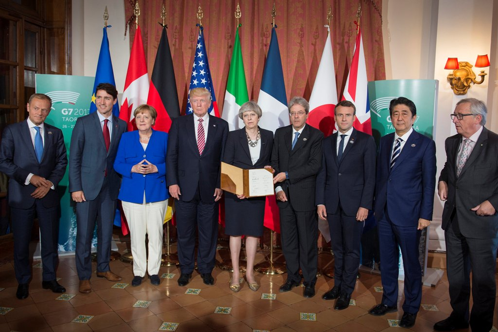 g7 summit leaders distraction